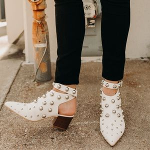 Shoes - WHITE STUD BOOTIES